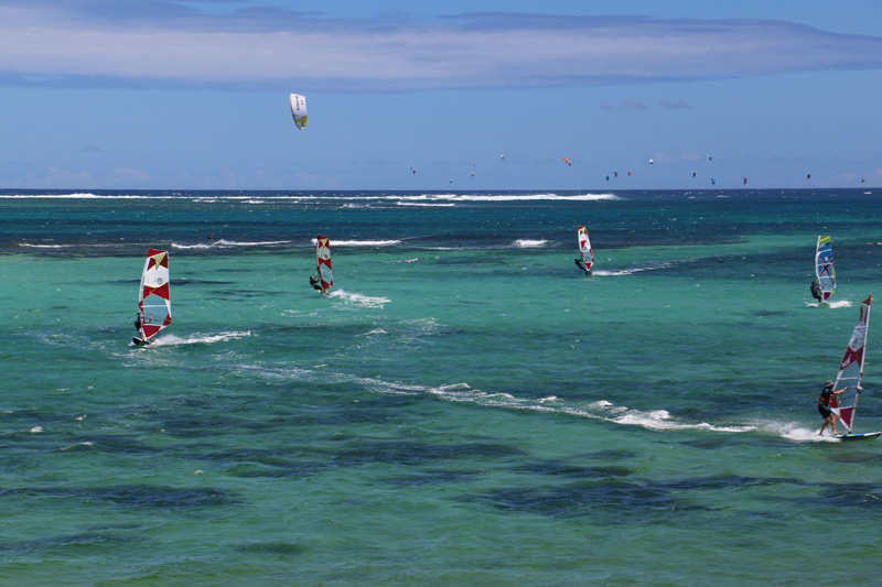 windsurfing_and_kitesurfing_action